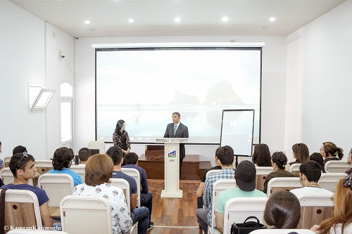 Egyptian researcher held seminar for the students of Western University